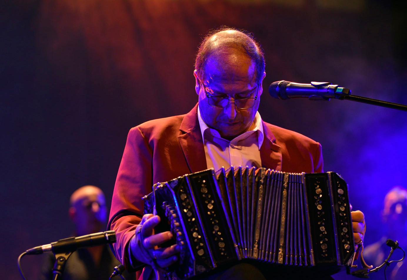 Óscar Ramírez y su grupo